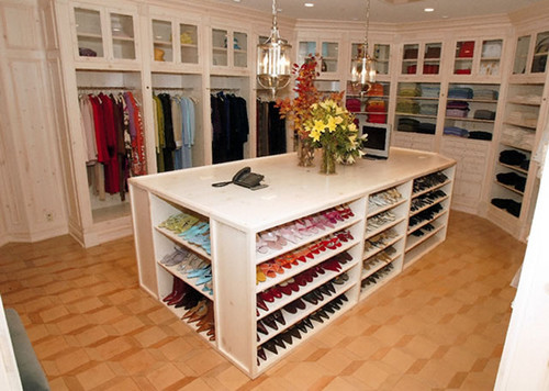 Declutter Your Closet Like Oprah and Other De Cluttering