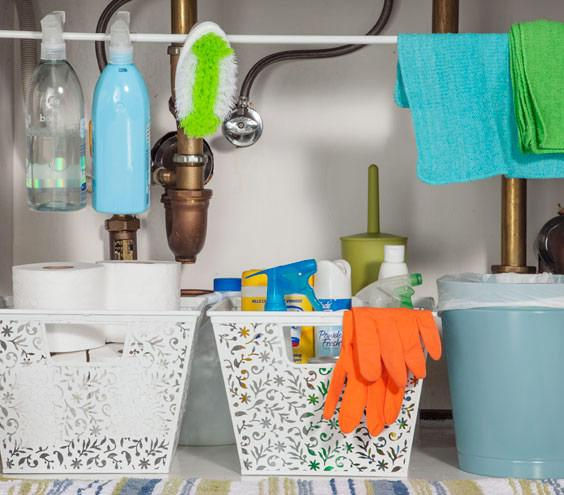24 diy ideas to organize your home scrubbi for Bathroom cleaning supplies list